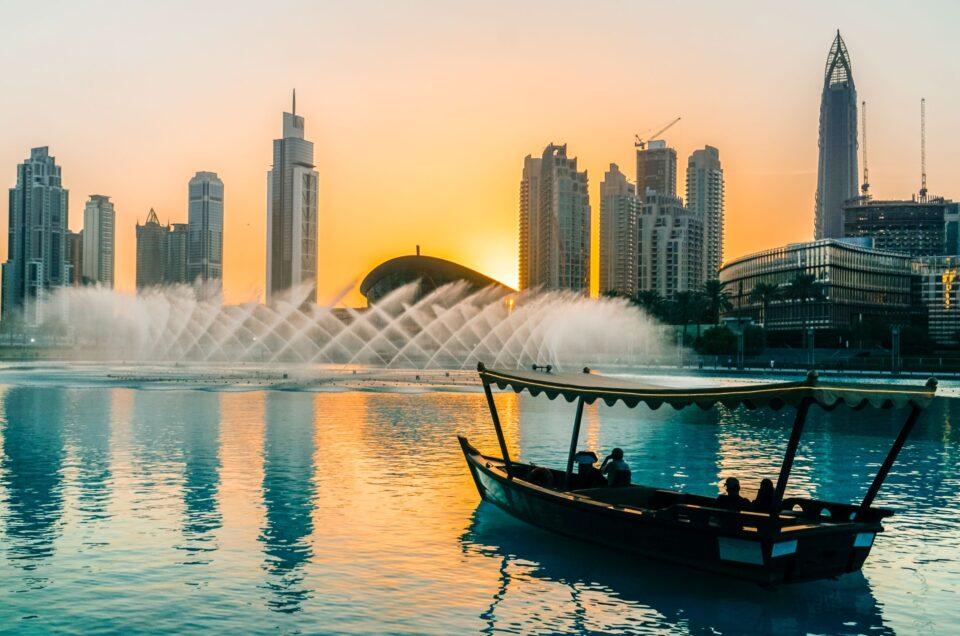 Κρουαζιέρα στο Ντουμπάι - παραδοσιακό σκάφος ντοου- burj khalifa
