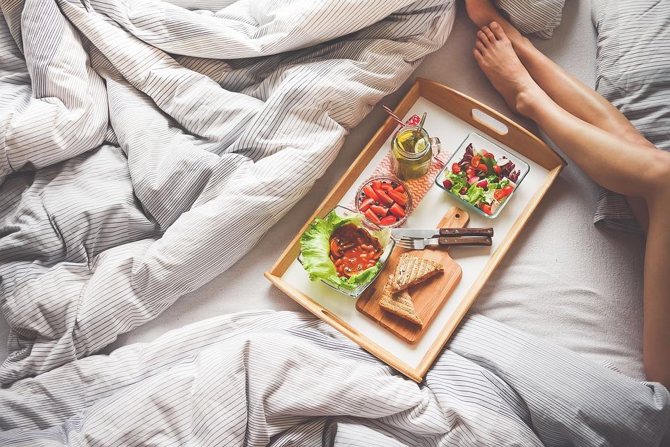 Πρωινό στο κρεβάτι Ημέρα Αγίου Βαλεντίνου: Μια ρομαντική απόδραση… από το σπίτι σας! λεντίνου