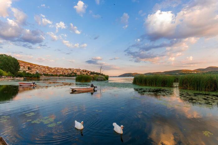 4 Ήμερη Εκδρομή  Καστοριά – Νυμφαίο – Φλώρινα – Πρέσπες  28-31 Οκτωβρίου 2021